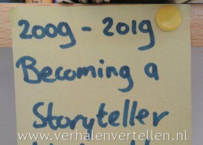 briefje boven mijn bureau met het doel om een verhalenverteller te worden