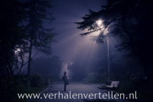 griezelverhalen vertellen: lantaarnpaal